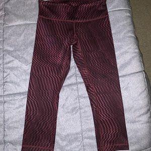 Lululemon size 8 pattern Capri leggings